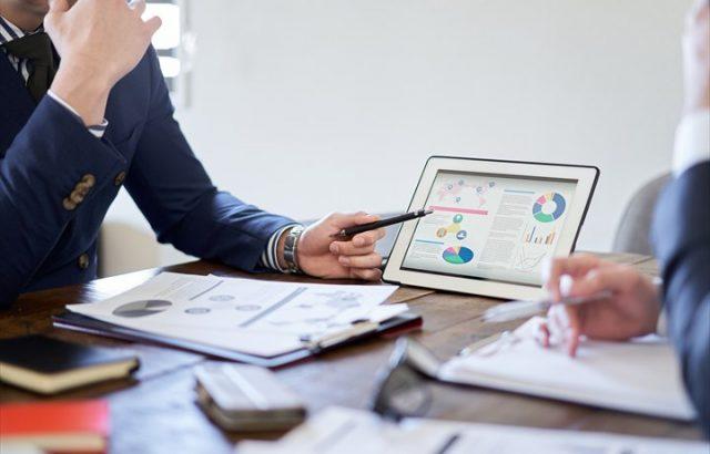 事業戦略とは?戦略の立て方やフレームワークを事例を交えて解説